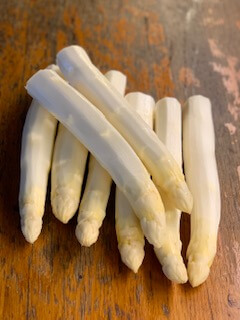 White asparagus from France (4pcs)